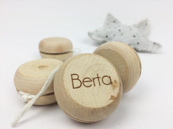 yoyo madera nombre personalizado
