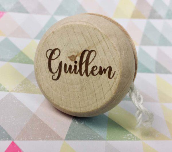yoyo de madera con nombre grabado